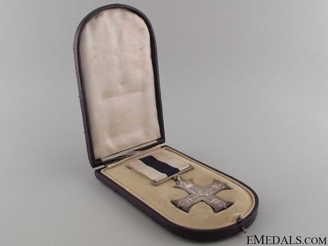 Silver Cross (1914-1937) in Case of Issue