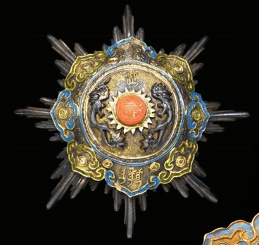 Order of the Double Dragon, Type I, II Class, I Grade Breast Star