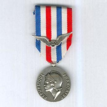 Silver Medal (with wings clasp, 1978-) Obverse