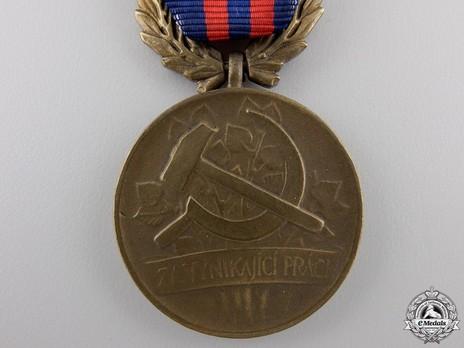 Bronze Medal (1960-1989) Obverse