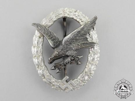 Radio Operator & Air Gunner Badge, by C. E. Juncker (in aluminum) Obverse