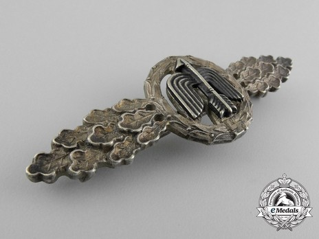 Short-Range Day Fighter Clasp, in Silver (in tombac) Obverse