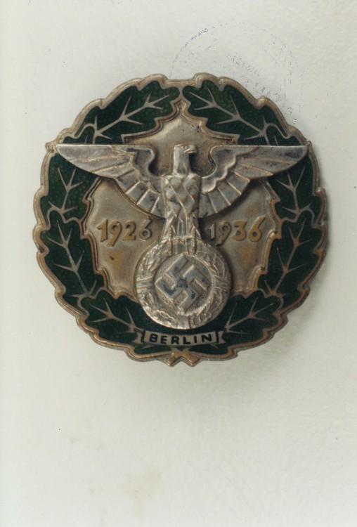 Gau+honour+badge+berlin%2c+in+gold