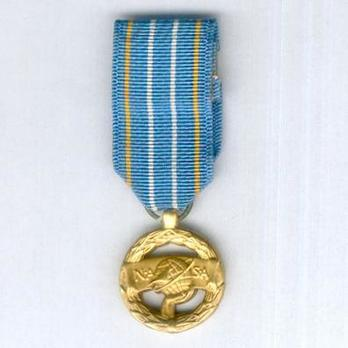 Miniature NASA Exceptional Engineering Achievement Medal Obverse