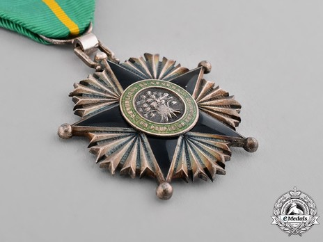 National Order of Merit, Knight Obverse
