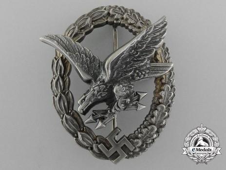 Radio Operator & Air Gunner Badge, by Berg & Nolte Obverse