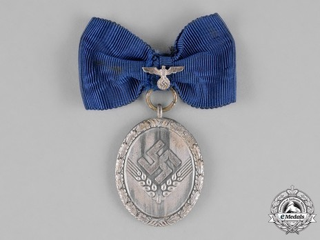 RAD Long Service Award, II Class for 18 Years (for Women) Obverse