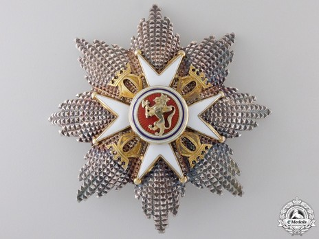 """Order of St. Olav, Grand Cross Breast Star, Military Division (stamped """"J. TOSTRUP"""") Obverse"""