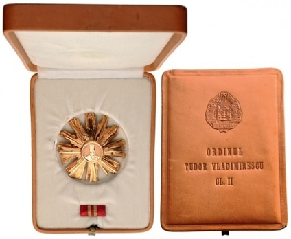 II Class Breast Star Case of Issue Interior and Exterior