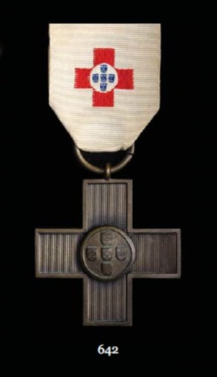 Com+medal+60+red+cross+me77