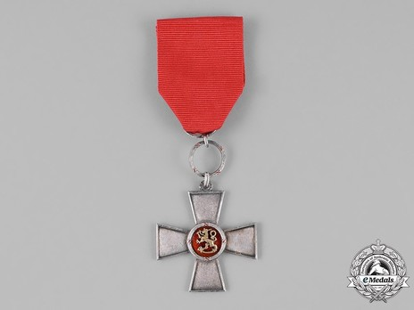 Order of the Lion of Finland, Civil Division, Cross of Merit Obverse