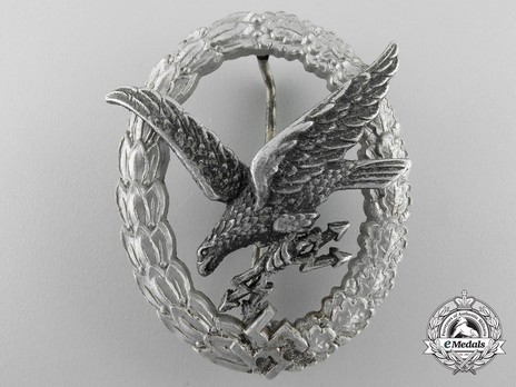 Radio Operator & Air Gunner Badge, by Assmann (in aluminum) Obverse