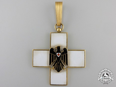 Cross of Honour of the German Red Cross, Type II, I Class Obverse