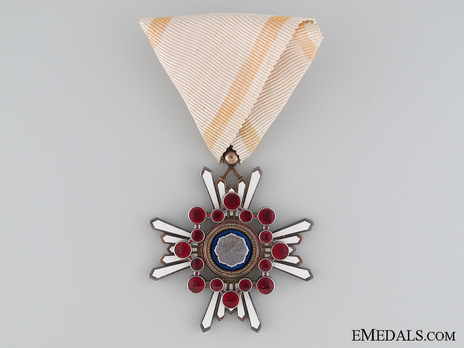 Order of the Sacred Treasure, V Class Obverse