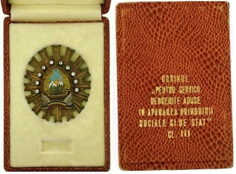 III Class Breast Star (1968-1989) Case of Issue Interior and Exterior