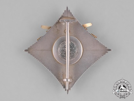 Order of the Ruling House, Grand Officer's Cross Breast Star (with swords, 1937-1938) Reverse