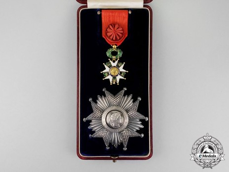 Grand Officer Breast Star Details