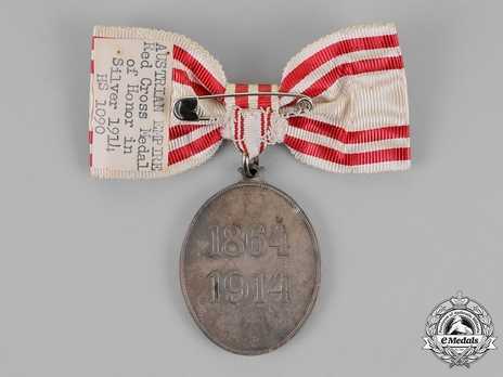 Honour Decoration of the Red Cross, Civil Division, Silver Medal (for Women) Reverse