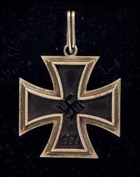 Knight's Cross of the Iron Cross, by C. E. Juncker (unmarked, magnetic) Obverse