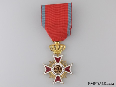Order of the Romanian Crown, Type II, Civil Division, Officer's Cross Obverse