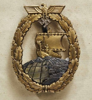 Naval Auxiliary Cruiser War Badge with Diamonds Obverse