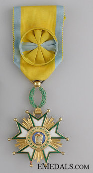 Order of the Crown (Order of Taj), IV Class Officer Obverse