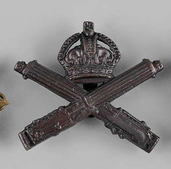 Machine Gun Corps General Service Other Ranks Cap Badge (with Crowned and Crossed Guns) Obverse