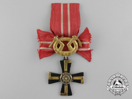 Order of the Cross of Liberty, IV Class Cross, Military Division (1939) Obverse
