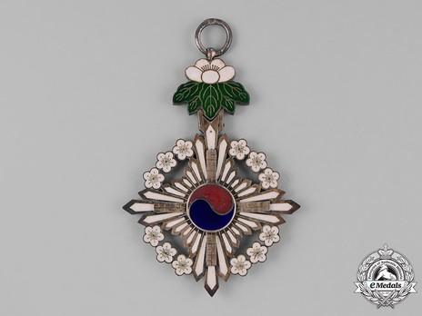 Order of the Golden Ruler, I Class Grand Cordon Badge Obverse
