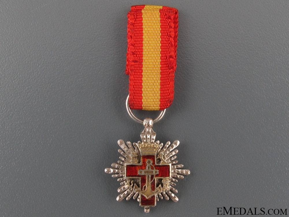 Miniature+2nd+class+breast+star+%28red+distinction%29+%28silver+gilt%29+obverse