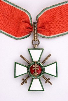 Hungarian Order of Merit, Grand Officer, Military Division Obverse