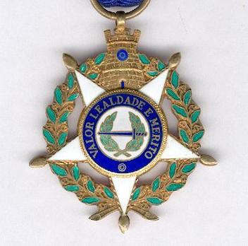 Military Order of the Tower and the Sword, Type III, Knight Obverse
