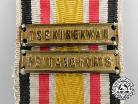 China Commemorative Medal, for Combatants (in bronze gilt) with two clasps Detail