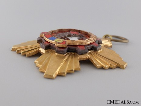 Order of the Victory of Socialism, Breast Star (in tombac) Obverse
