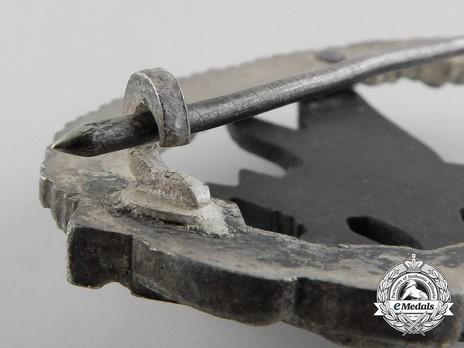 Radio Operator & Air Gunner Badge, by W. Deumer (in zinc) Detail