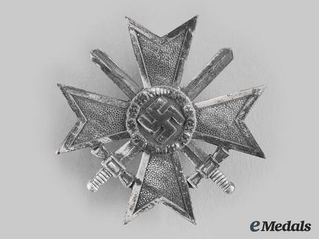 War Merit Cross I Class with Swords, by Kerbach & Oesterhelt (62, zinc) Obverse