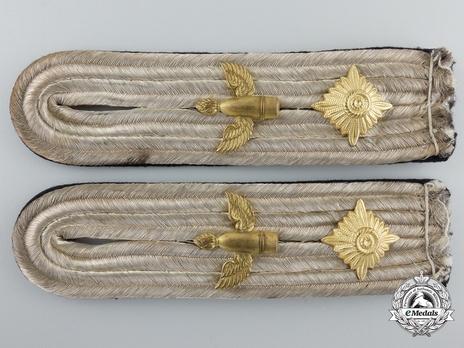 Kriegsmarine Naval Artillery Oberleutnant Shoulder Boards Obverse