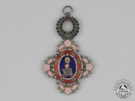Order of the Sacred Crown, IV Class Obverse