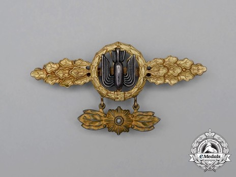 Bomber Clasp, in Gold (with star pendant) Obverse