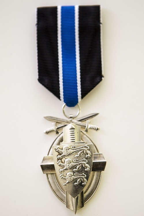 Silver medal with swords obverse2