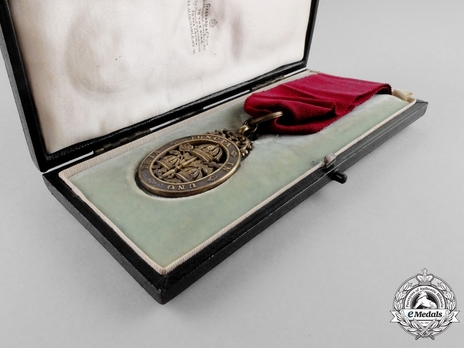Companion (with silver gilt) in Case of Issue
