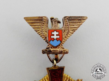 Order of the Military Victory Cross, Type I, I Class Obverse Detail