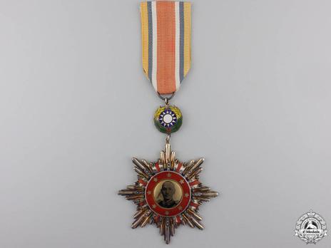 Chiang Kai-Shek Victory Decoration Obverse