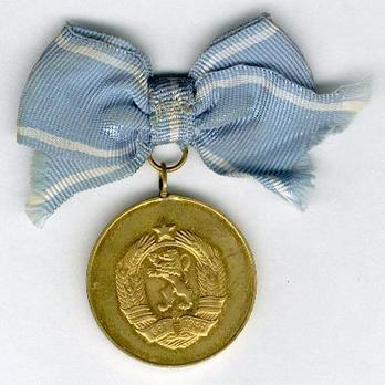 Medal for Motherhood, I Class (second issue) Reverse