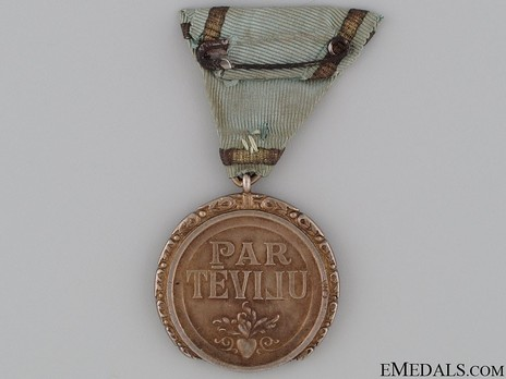 Order of the Three Stars, Gold Medal Reverse