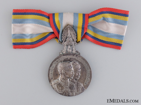 Royal State Visit to the United States of America and Europe Silver Medal (for women) Obverse