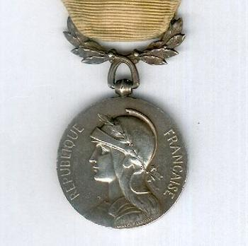 """Silver Medal (intermediate version, with """"MAROC"""" clasp, stamped """"GEORGES LEMAIRE,"""" 1913) Obverse"""