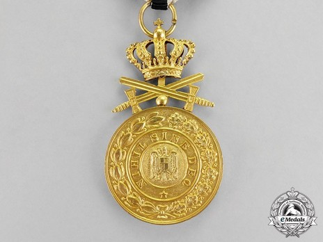 Order of the Royal House, Type II, Military Division, I Class Gold Medal Obverse