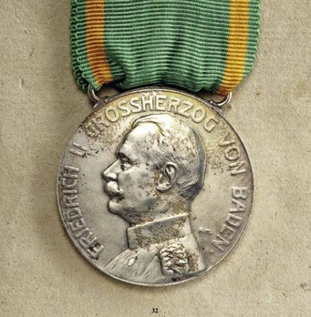Medal for Art and Science in Silver, Type III
