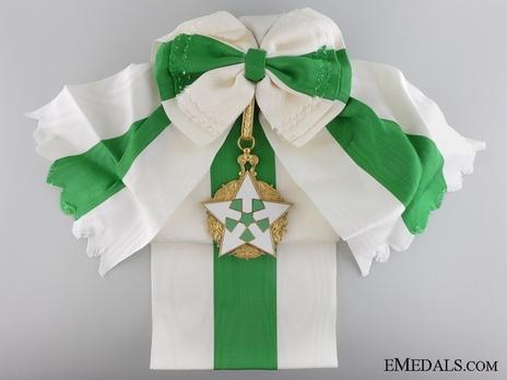 Order of Civil Merit  (Wisam al-Satahaqaq al-Sun), Excellent Class Obverse